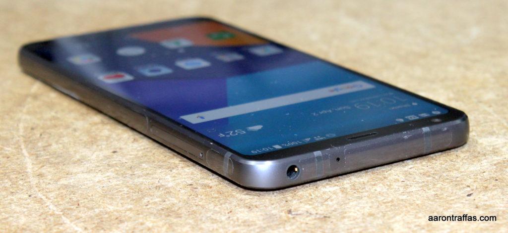 LG G6 headphone jack on top